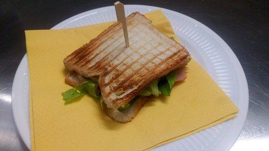 Macco piccola cucina espressa: Un toast ben fatto è sempre un'ottima soluzione quando non si ha tempo di mettersi ai fornelli.
