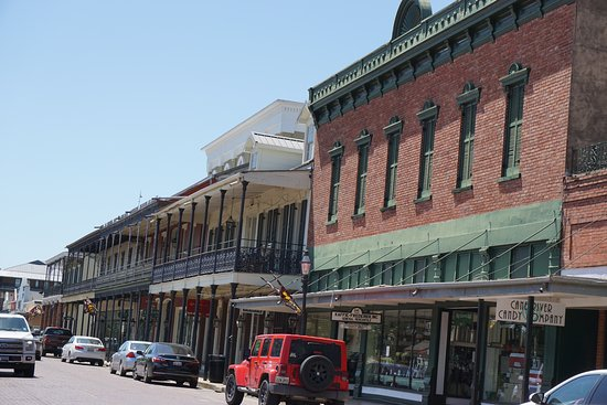 Historic District Shopping: on Front Street