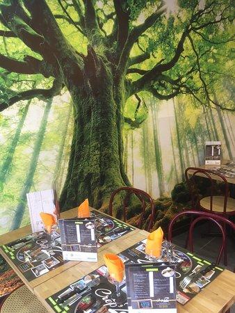 """Saint-Amand-sur-Sevre, צרפת: Dinez à l'abri de notre arbre, nos délicieuses galettes Crep""""zen !"""