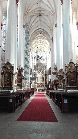 Church of St. Dorothea: Navata centrale.