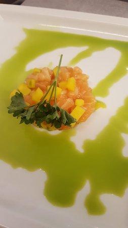 Tartare di salmone, mango e avocado