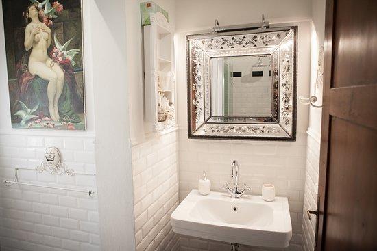 Garden superior room bathroom