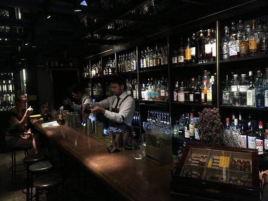 HEMINGWAY - Gins & Cocktails