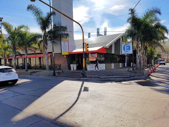 Este es el frente sobre calles Romero y Pueyrredón