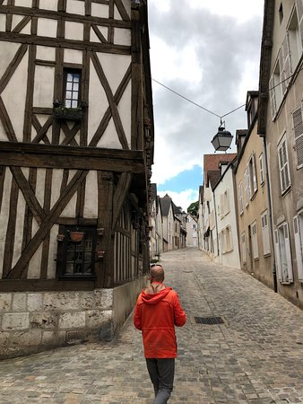 Driver-Guide-France: Christophe leading us through Chartres