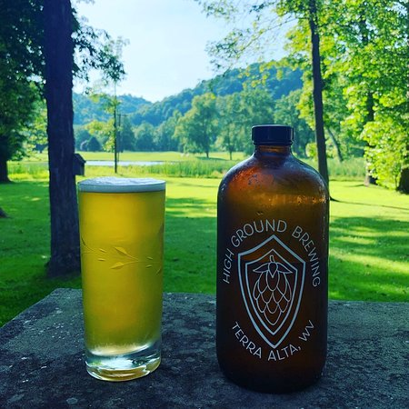 Terra Alta, Virginia Occidental: Nothing like a grunt to add on to your golf course days.