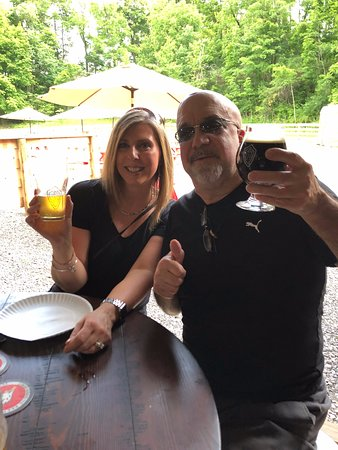 Terra Alta, Virginia Occidental: Locals enjoying the coolest new spot!