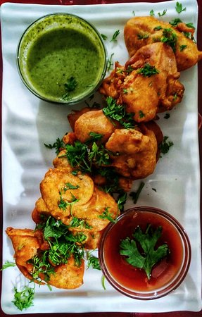 Phoenix Restaurant & Guest House: Luscious Chicken pakoras