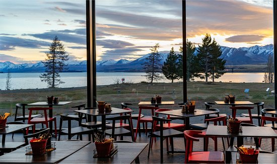 The region's best positioned eatery boasts spectacular lakefront views.