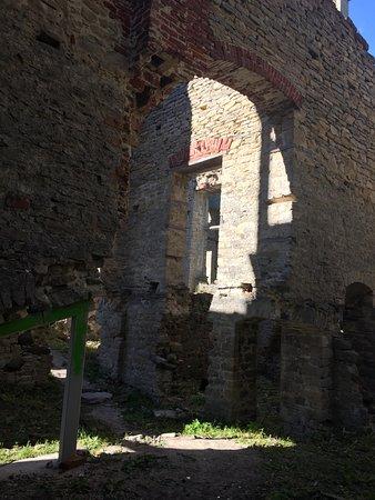 Ungru Manor