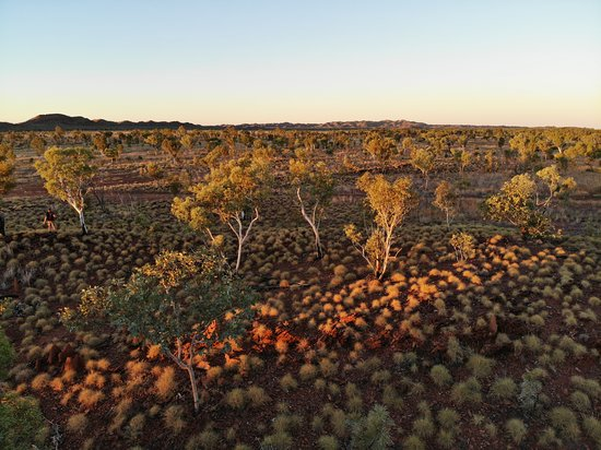 Twin Gorges Walk - 7 day tour: sunset on the ranges