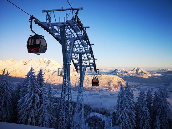 St Johann in Tirol, Oostenrijk: Morgen-Aussichten von der Bergstation