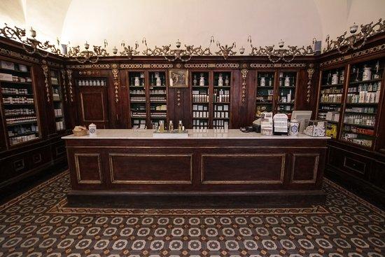 Farmacia SS. Annunziata dal 1561: Panoramica della Farmacia SS. Annunziata