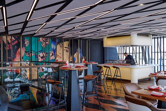 Nairu Restaurant and Lounge: Interior of Nairu restaurant in Four Seasons - First Nile Boat