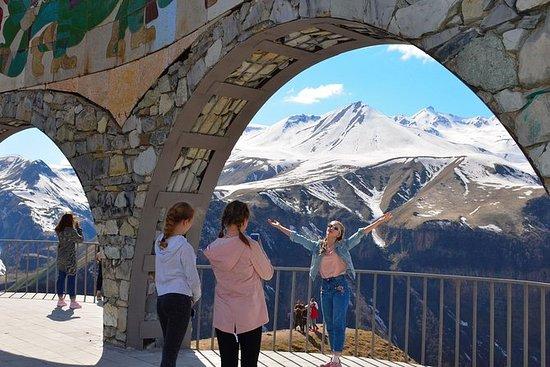 Tour a Kazbegi: camino militar de...