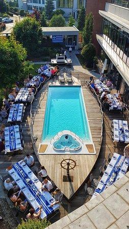 Specjalne przedsięwzięcie restauracji SIMPLE - greckie gotowanie na żywo  SIMPLE restaurant special event - greek live cooking