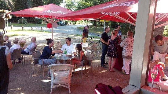BALAGAN Cafe Bistro: sonnige Terrasse
