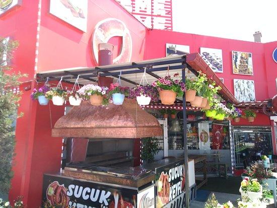 Cay, Tyrkia: Sucuk ekmek harika