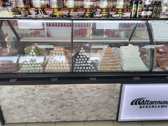 Cay, Tyrkia: Kaymaklı lokum, sucuk ekmek ve sucuk