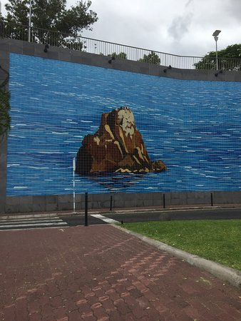 Baia Azul: Mural outside hotel