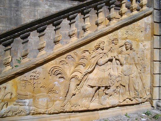 Gorze, فرنسا: Bas relief au Palais Abbatial