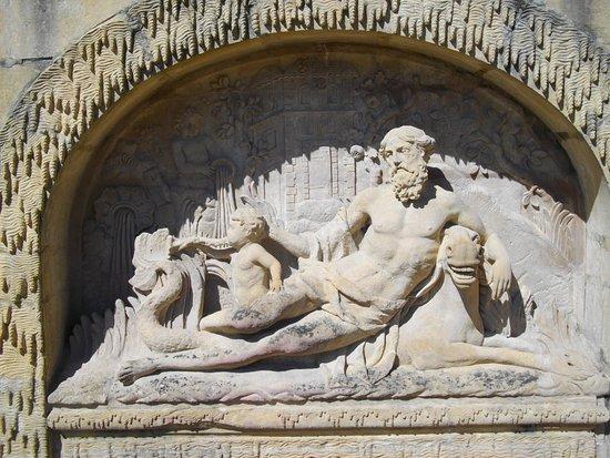 Musee de Gorze: Fontaine (détail)
