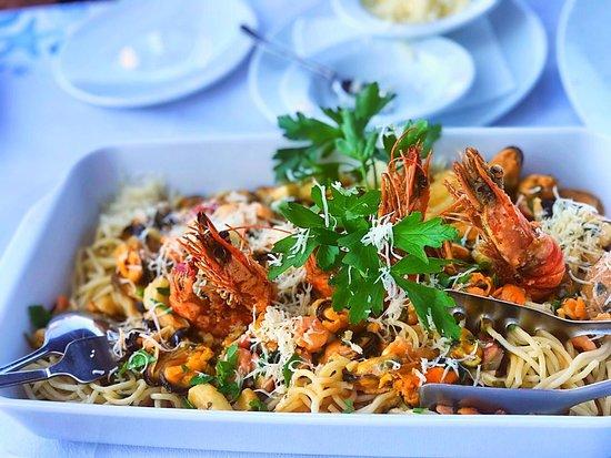 Caravelle Fish & Mediterranean Restaurant: Была очень вкусная еда и очень дружелюбные и общительные официанты) Всем советую посетить это места не пожалеете😊 10/10