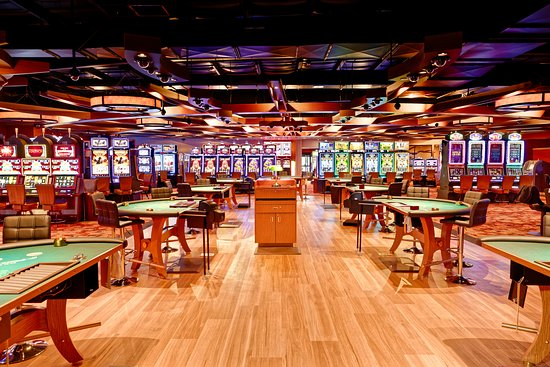 Jamestown, CA: 9 tables of games available, including no limit texas hold em.