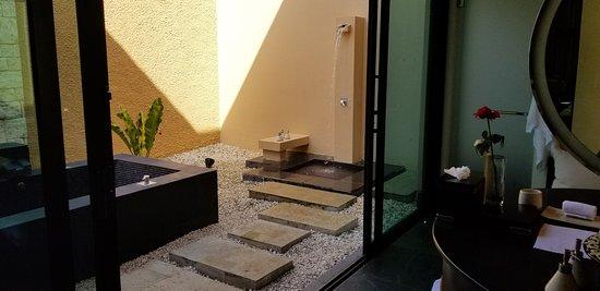 2 Bedroom villa with outdoor bathtub and shower