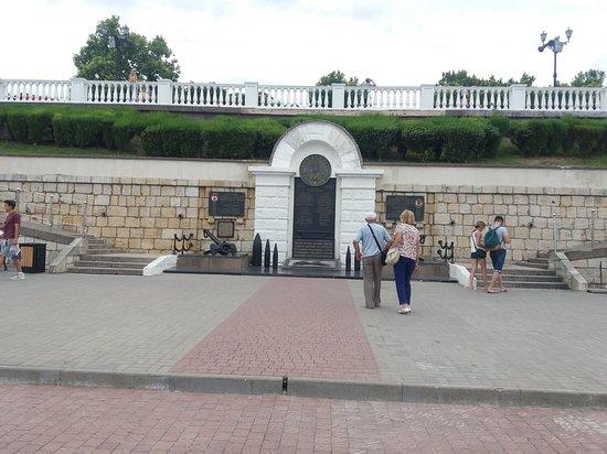 Памятник морякамэскадры Черноморского флота