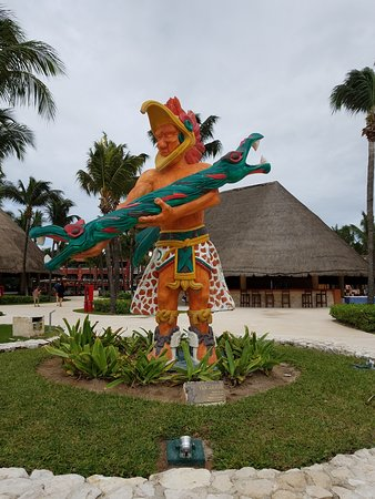 Barcelo Maya Colonial: One of the cultural sculptures