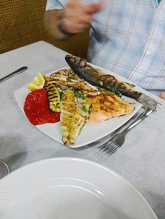 Lo Schiaccianoci: My partner's fish plate