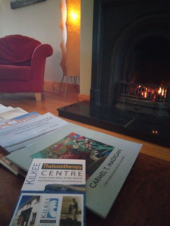Kilkee Thalassotherapy Centre: On a winters day, there is a warm fire while you sip tea after your bath.