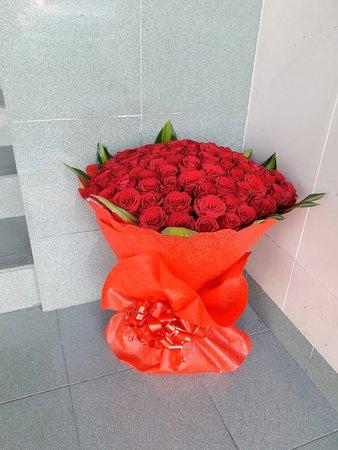 Dubai, United Arab Emirates: 25 Red roses flowers