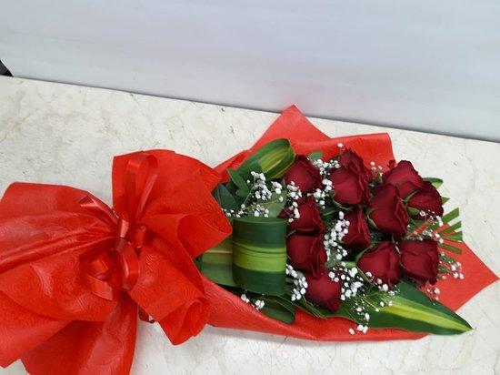 Dubai, United Arab Emirates: 12 Red Roses Flowers