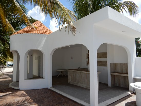 ‪‪Chicxulub Puerto‬, المكسيك: Added this guest socializing area in 2018, to the beach Villa in Yucatan, Mexico, includes wet bar, gazebo and a children pool,‬