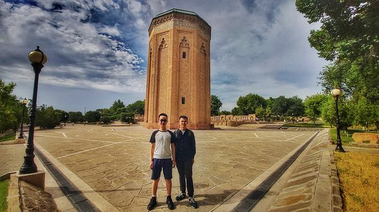 Nakhchivan, Azerbajdzjan: Tourist from China and back is Momina Khatun Cultural Asset dates back XII century was built during the reign of  Atabat Shamsaddin Eldanis time