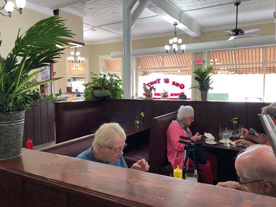 West Union, IA: Great family restaurant