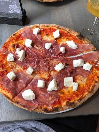 Bruschetta & Pizza