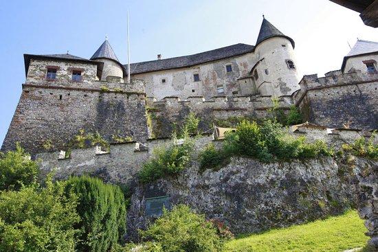 Aufgang zur Burg Hochosterwitz. Leichter Fußmarsch - ca. 30 Minuten bis zum Burghof.