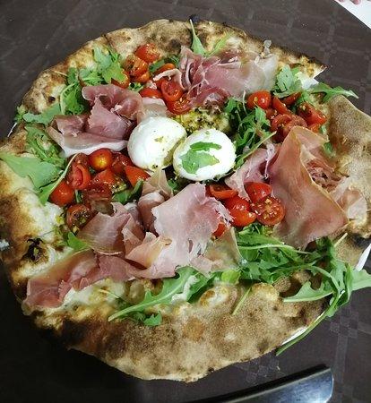 Montemaggiore Belsito, อิตาลี: Ottima Pizza al Pentagono Blue Moon