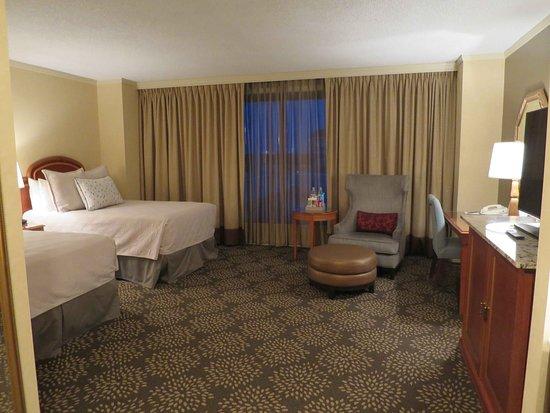 Omni Las Colinas Hotel: Room 515 HUGE