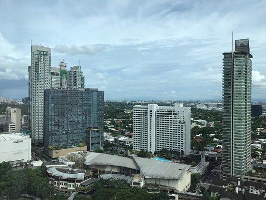 Makati Diamond Residences: Makati view from the 19th