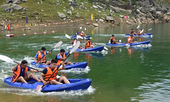 Tuyen Quang Province, Vietnam: Lam Binh opens kayak racing competition Monday, 2019-07-08, 14:27 A total of 82 kayakers paddled on Na Hang ecological lake at the second kayak racing competition of 2019, which was recently held by the Lam Binh district People's Committee.