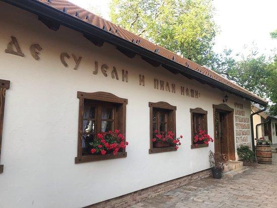 Kovilj, เซอร์เบีย: Entrance to restaurant building