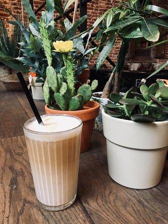 L'Atelier en ville du quartier des Marolles -  Premier étage: Vêtements femme, accessoires et plantes  Ice coffee vanilla