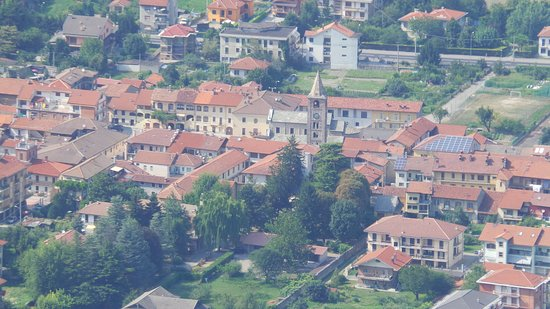 Sant'Antonino di Susa, Włochy: Il centro del paese visto dalla montagna