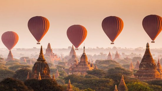 Bagan, Myanmar: a perfect 5:30 in the morning flight.... a lifetime experience.