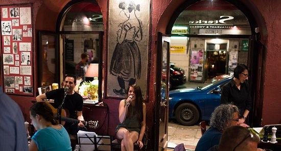 Ania, Ayal & Patrycja singing
