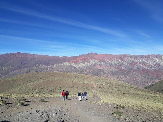 Serranias Del Hornocal: camino hacia el 2do mirador, 400 metros aprox de descenso a pie